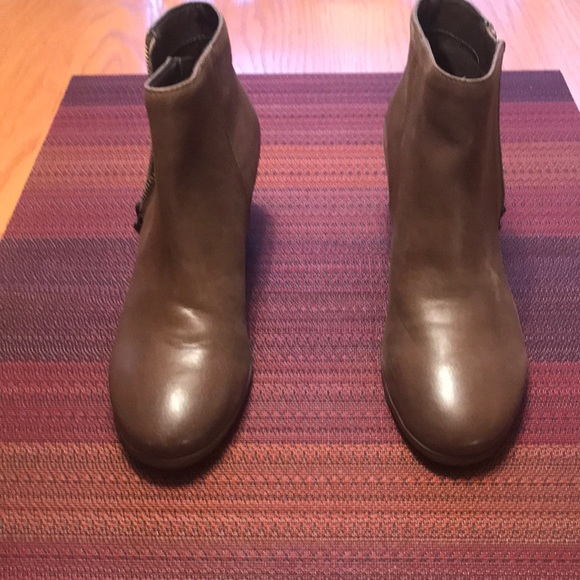 Crown Vintage Booties- Size 7 like new!